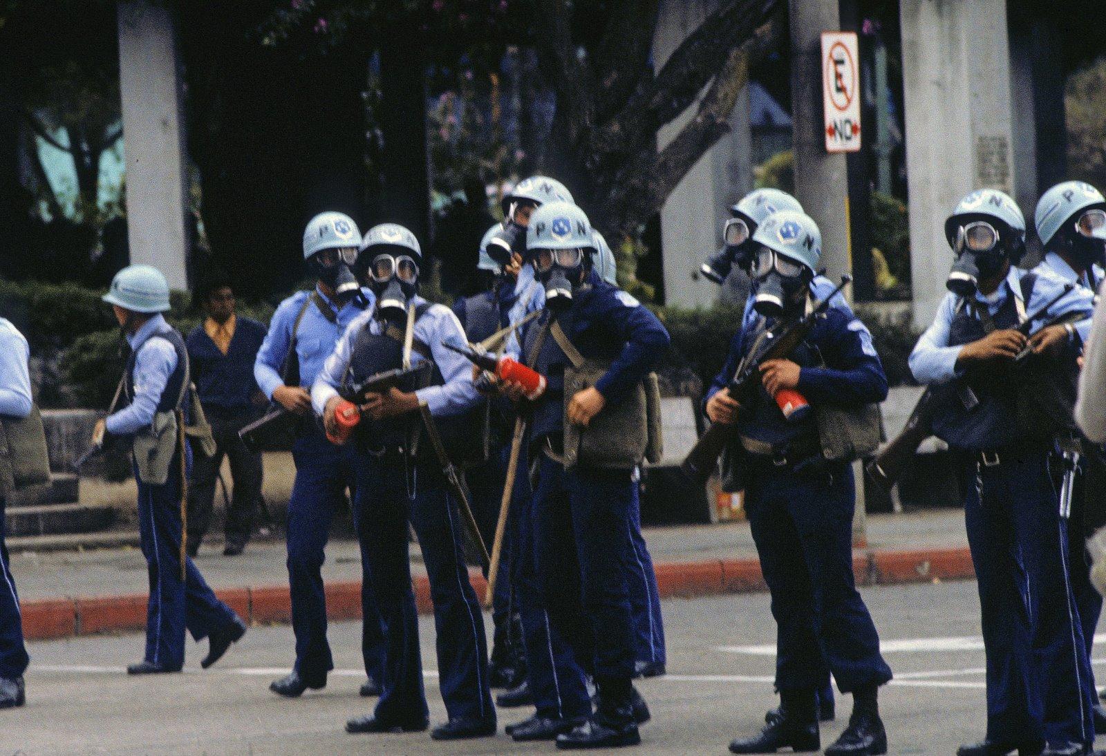 Policía Nacional de Guatemala. Foto: Jean-Merie Simon Guatemalan National Police, 1983 . Photo: Jean-Marie Simon