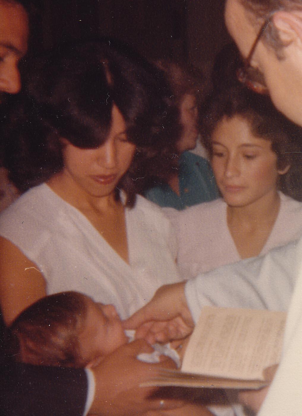 Mi hermano Carlos, Rosario y yo en el bautizo de Augusto. My brother Carlos, Rosario and me during Augusto's christening.