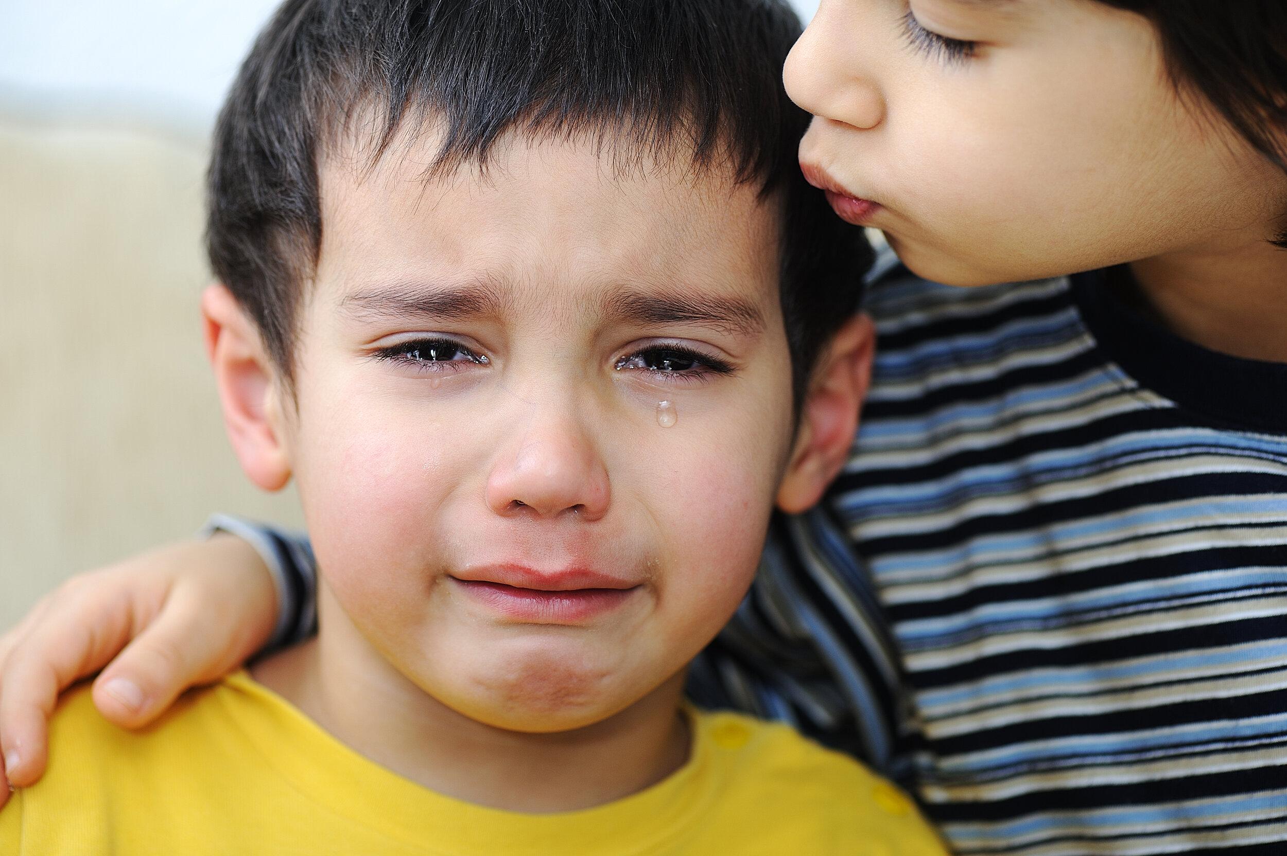crying-kid-emotional-scene_BYxbrYBaSi.jpg