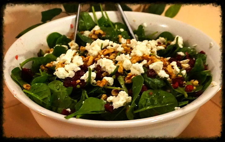 BABY SPINACH SALAD WITH GOAT CHEESE AND POMEGRANATE VINAIGRETTE