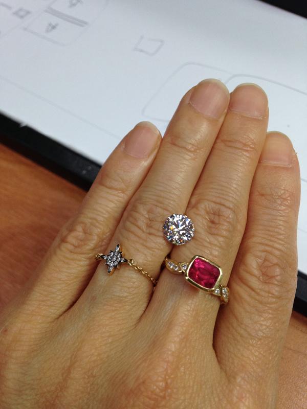 1.79 carat round brilliant cut diamond. Colour isdazzling F, clarity isVS1  クラッシックなラウンドブリリアントカット。まばゆいばかりなカラーF。クラリティはVS1.