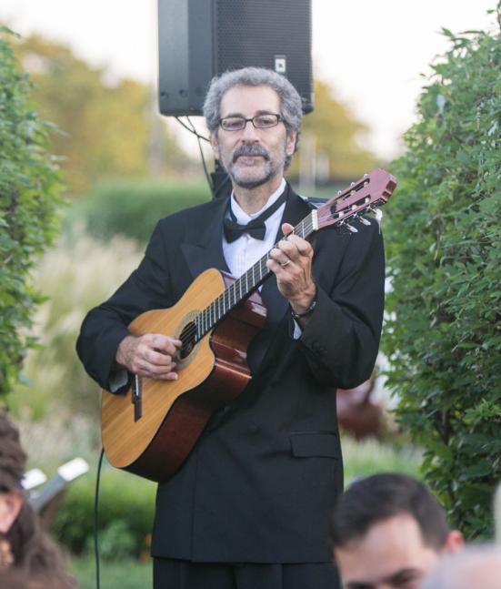 Spinelli guitarist.jpg