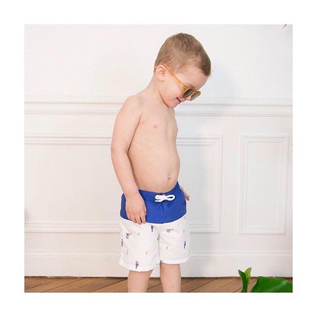 Je suis si fière (après des mois et des mois de développement 😅) de vous présenter cette petite pépite qui rejoint nos Essentiels Été… . Un maillot de bain magique car il est doublé d'une couche en coton plastifié (évidement garantie sans BPA et phtalates) pour vous éviter de mettre une couche d'eau (et de vous trimballer avec le gros paquet lors de vos vacances) ! . Il n'y aura plus qu'à le rincer, et il sera prêt à être ré-utilisé ! #vestiaireingenieux . Au vu de vos commandes j'ai l'impression qu'il vous a beaucoup plu et j'en suis très heureuse !  MERCI ! . . . 📸 @soniaraquel_photographie #madeinsavoirfaire #maillotdebaingarcon #maillotdebain #maillotdebainbebe #madeinportugal #oekotex