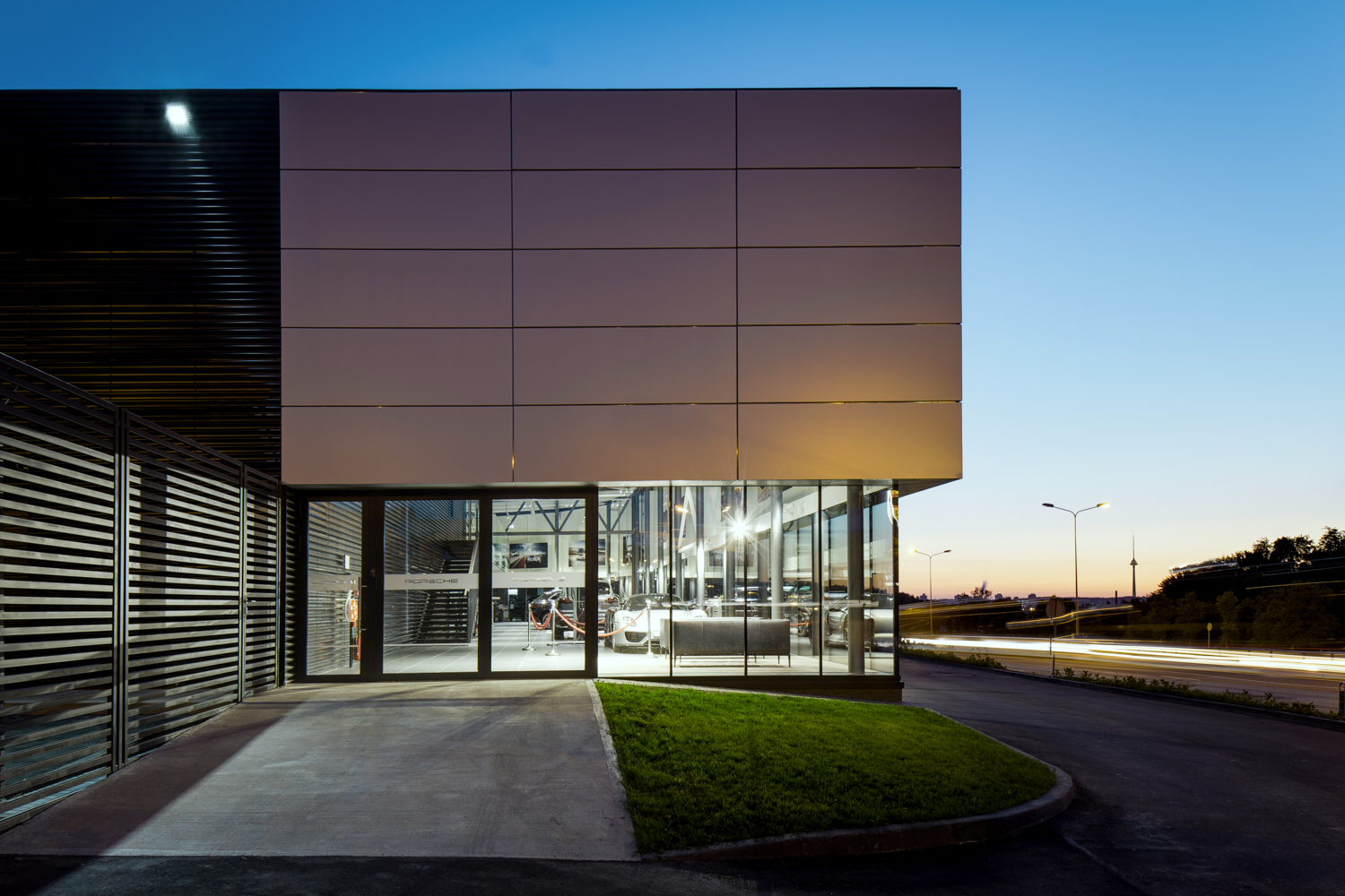 DOARCHITECTS Porshe showroom exterior