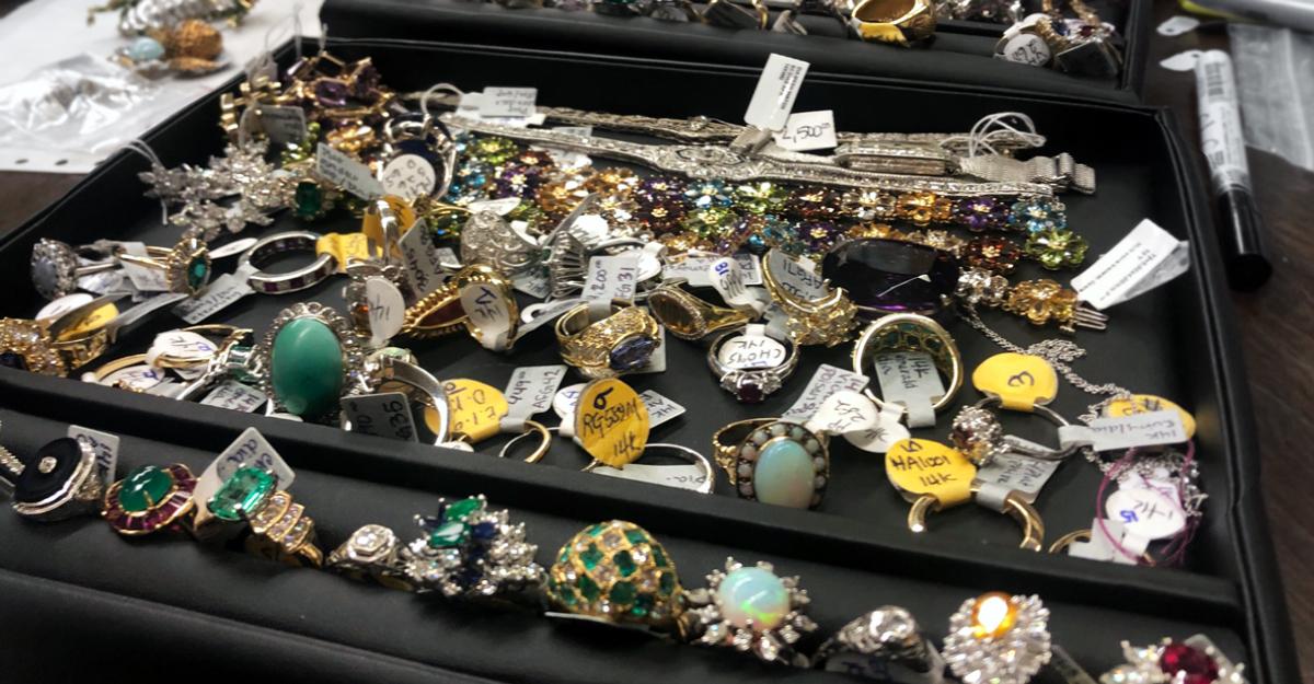 estate-jewelry-booking3.jpg