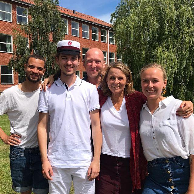 Familiens yngste har fået hue på i dag - tillykke, min skat @sofusgt ❤️🌹#student2019 #frederiksborggymnasium #minflok