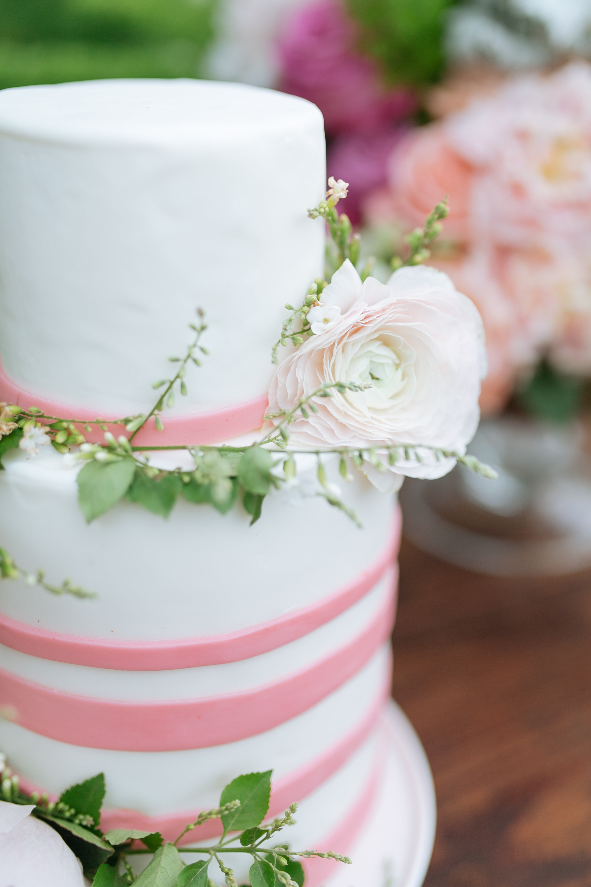 Houston Outdoor Baby Shower | Houston Event Planners | Baby Shower Ideas | Cake with Pink Stripes