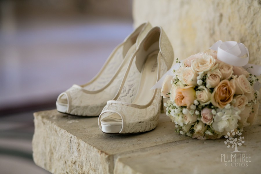Royal Oaks Country Club Wedding   Wedding Details   Ivory and Peach Flowers
