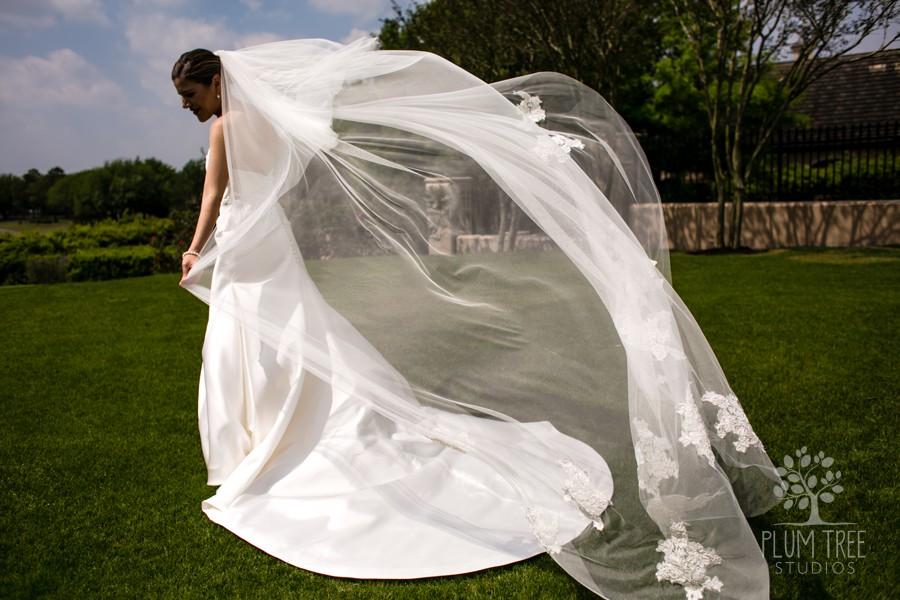 Bridal Portraits at Royal Oaks Country Club | Elegant Weddings in Houston