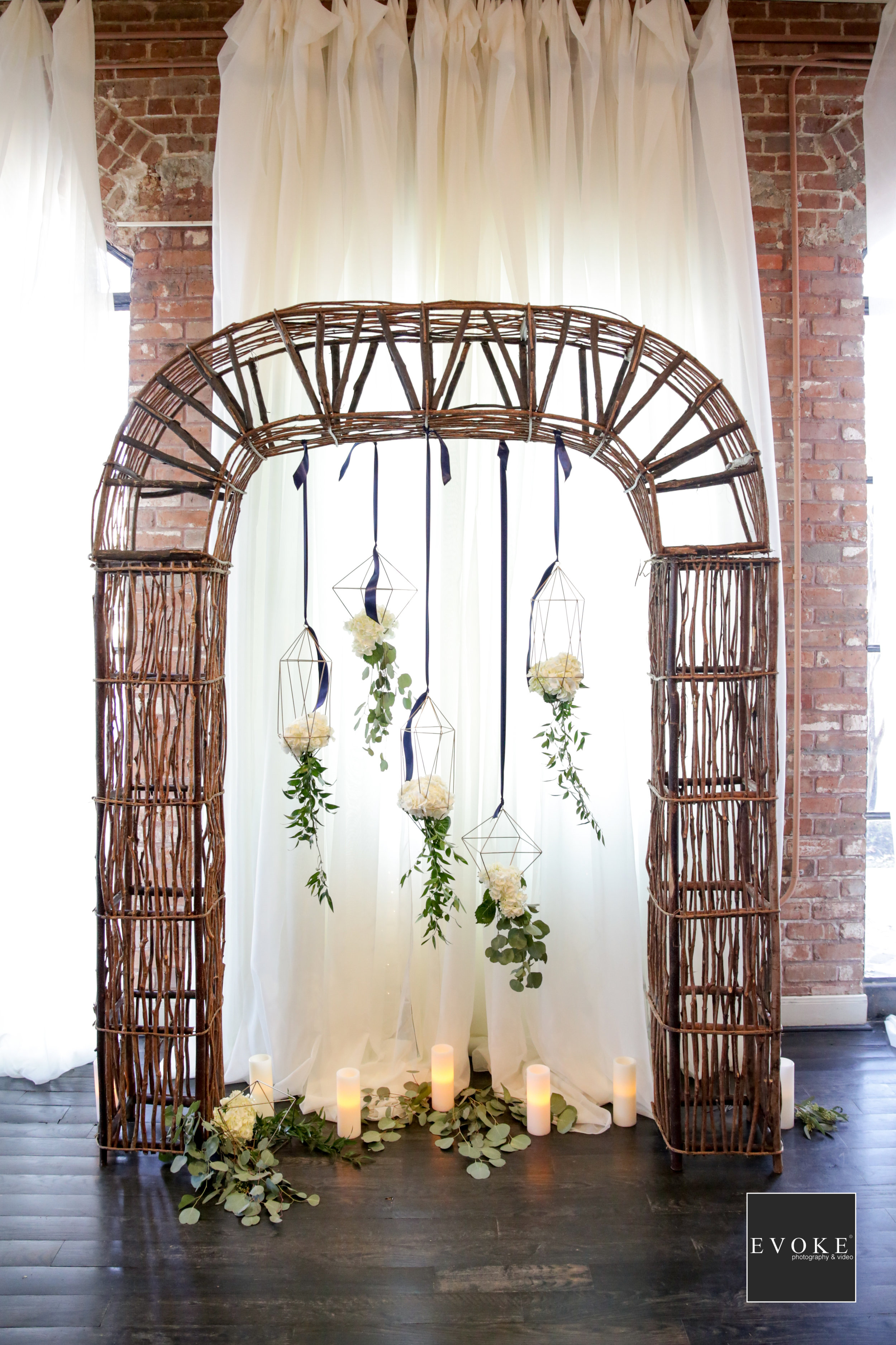 Rustic Arch with Modern Details | geometric wedding