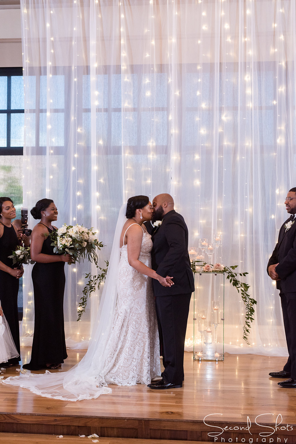 First Kiss Shot| Noah's Wedding Venue| Wedding Planning in Houston