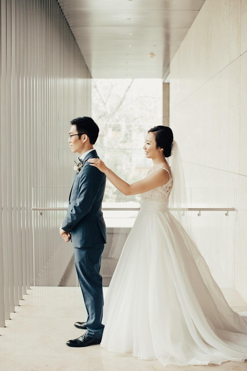 First Look Portrait   Asia Society Museum   Modern Weddings Houston