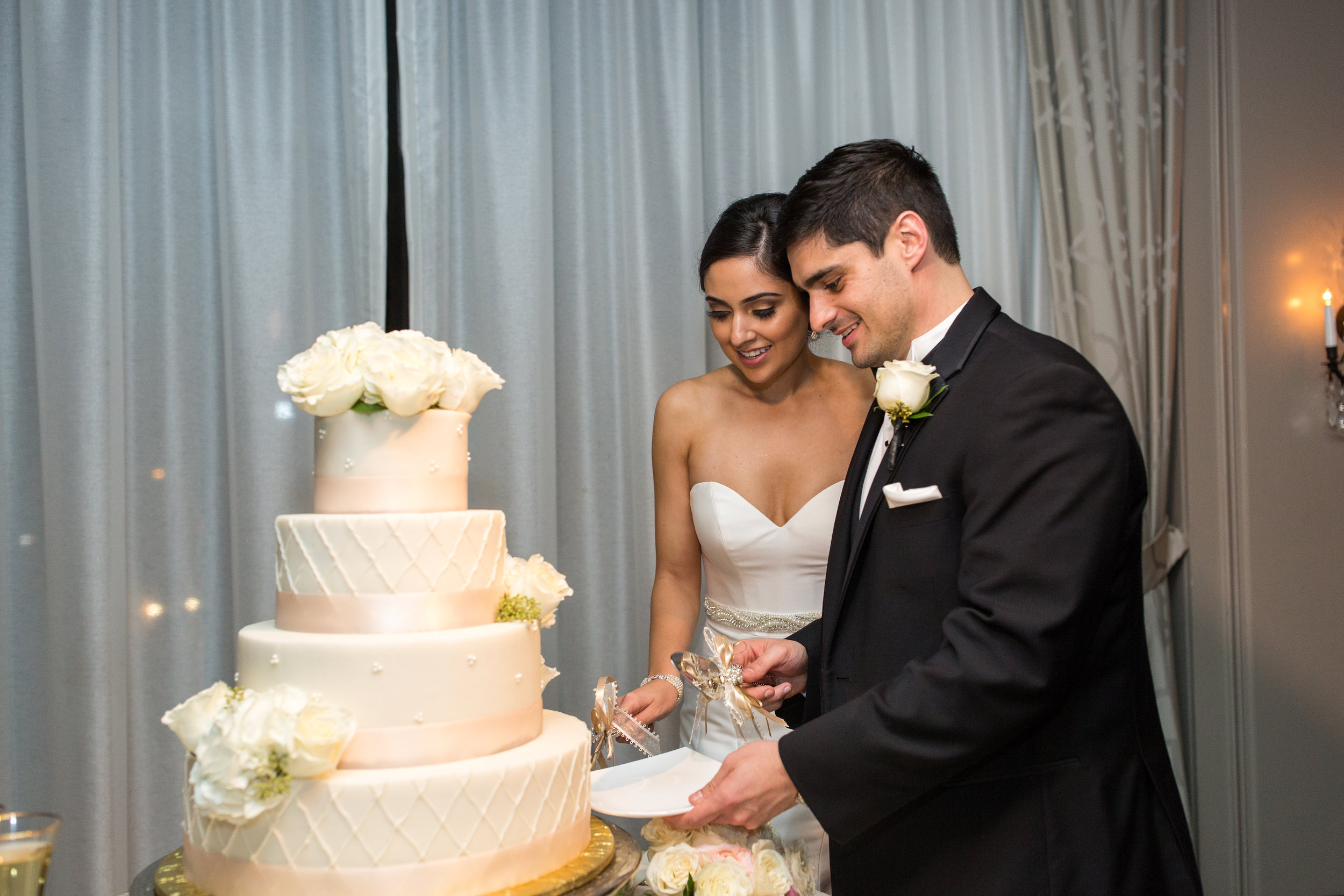 Classic wedding cake with a flower topper, Hotel Zaza
