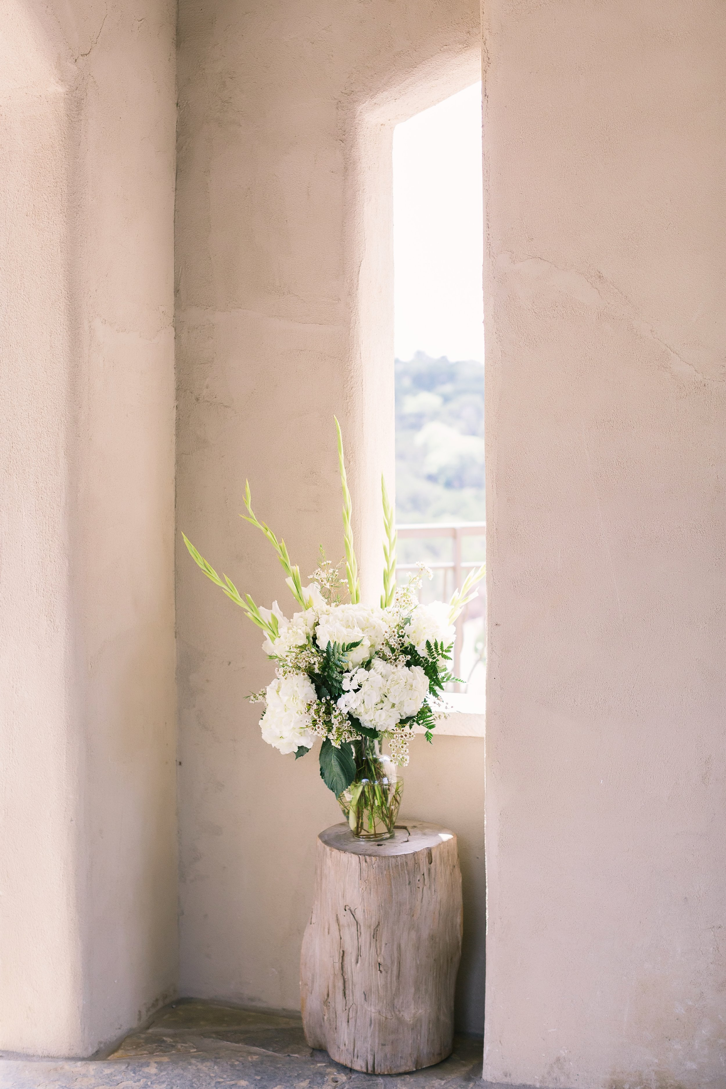 Simple altar floral at Chapel Dulcinea | Intimate, open air Chapel for weddings
