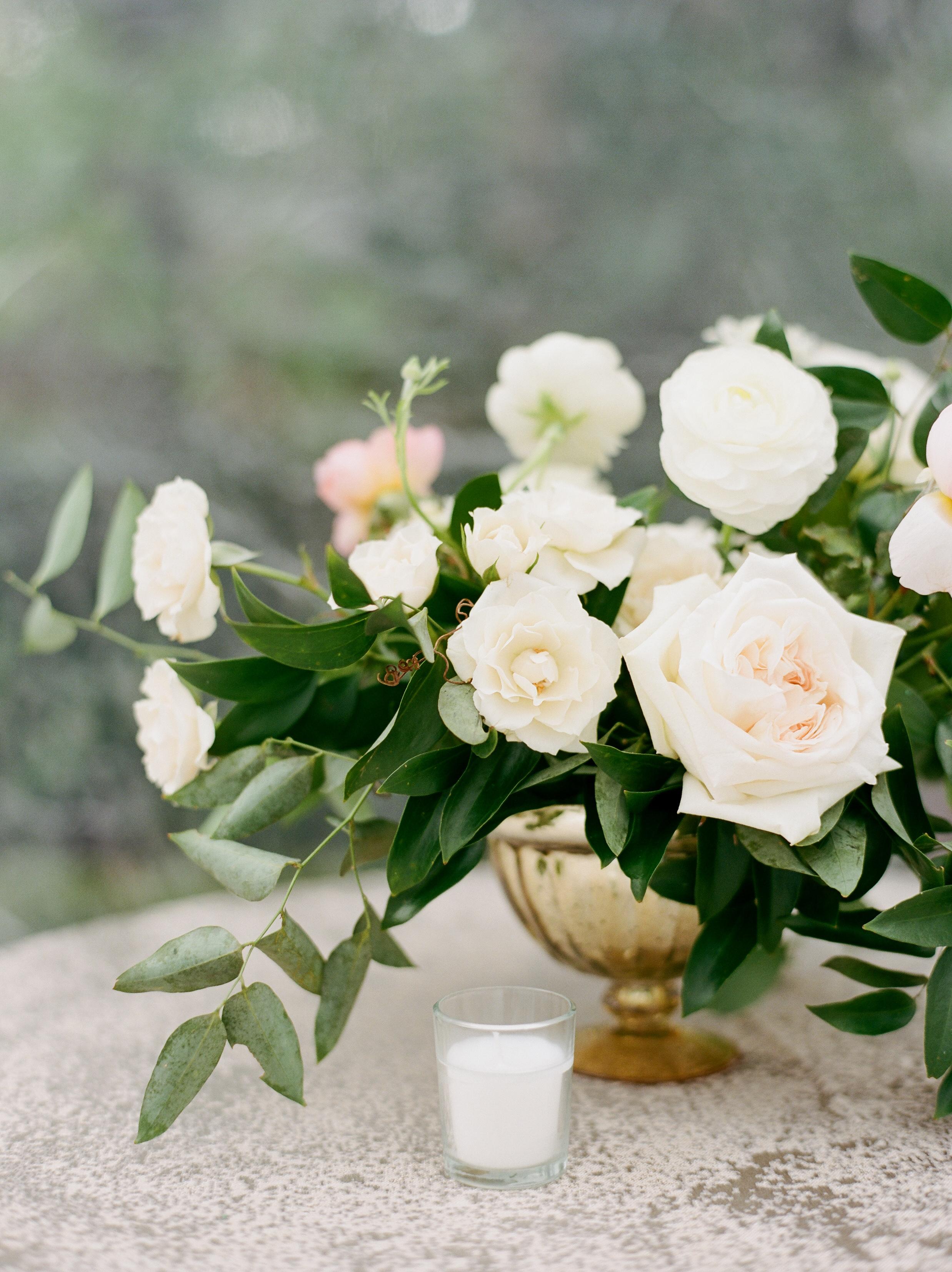 Garden style wedding arrangement | Luxe backyard wedding in Houston