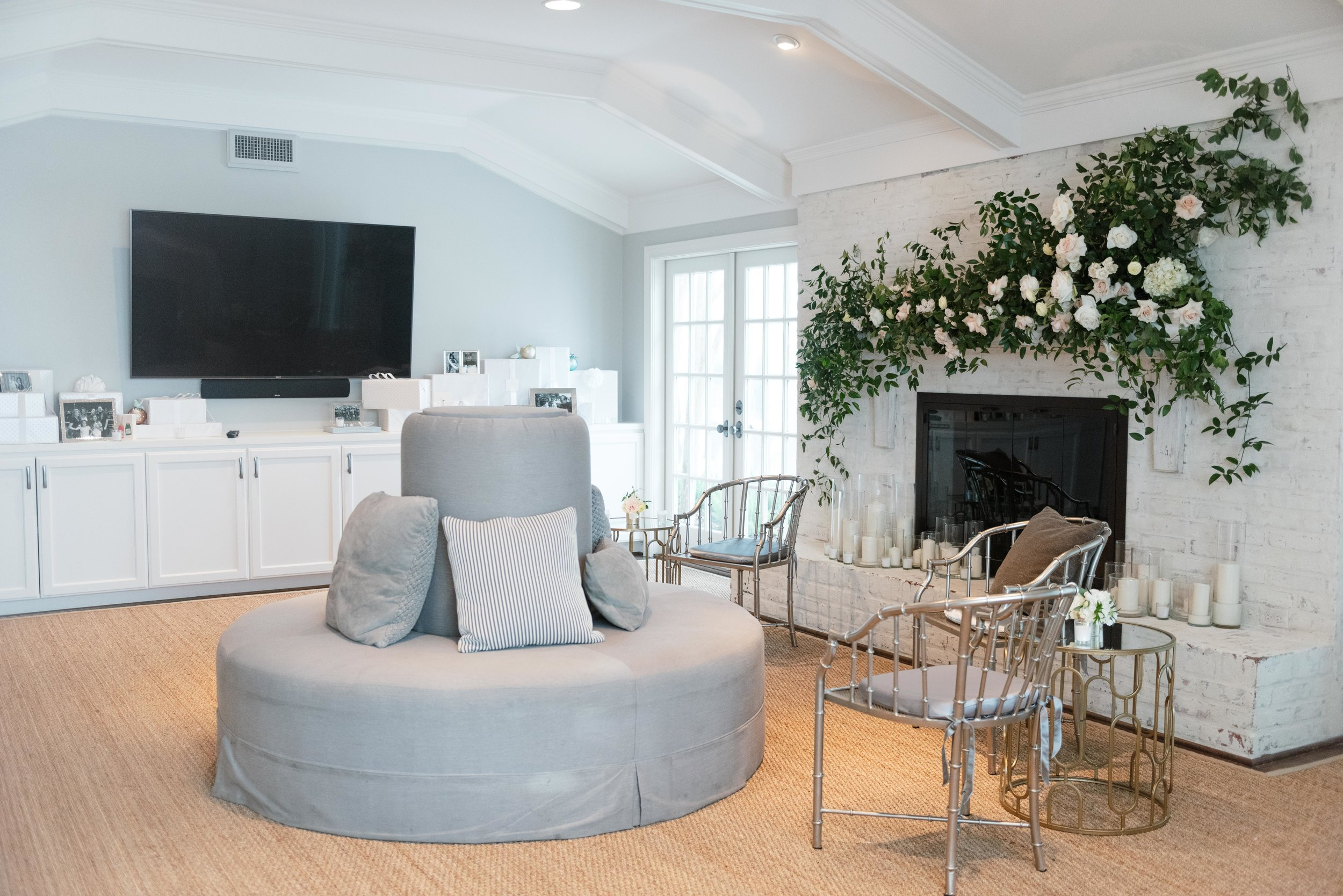 Lounge seating with lush fireplace arrangement | Houston Weddings