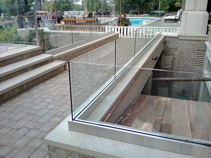 Outdoor Glass Rail