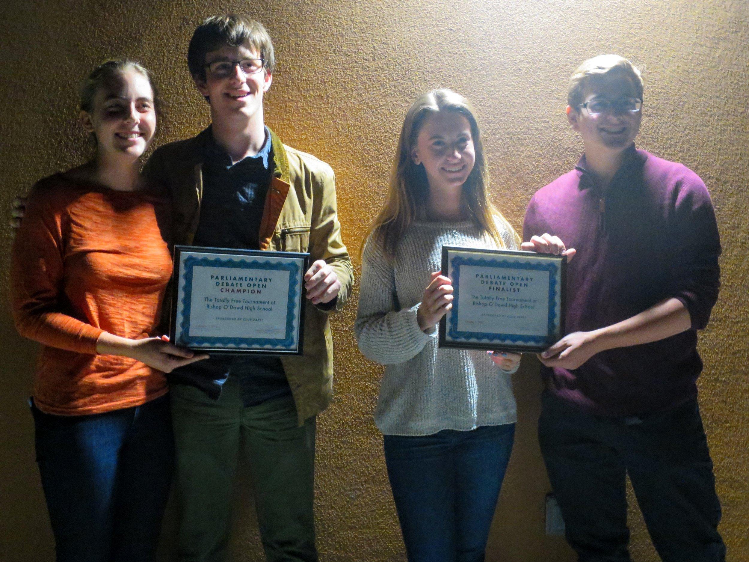 Finalists Los Altos / Notre Dame Dembner & Hackworth (l) and Bentley Partsuf & Rubsamen (r)