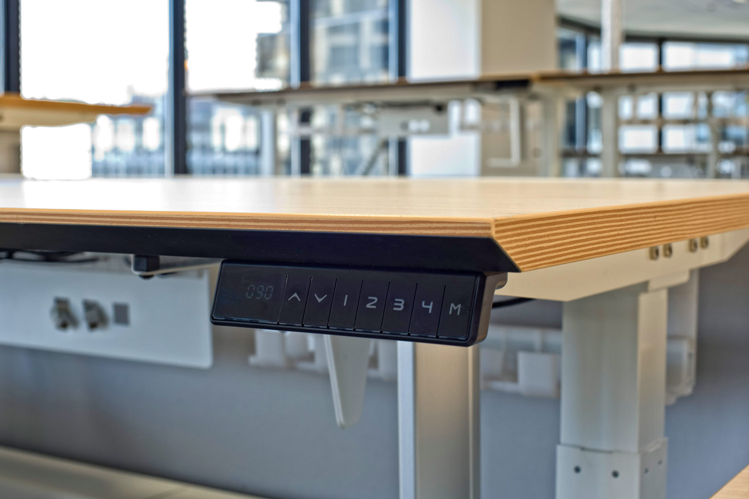 ACTIF electric height-adjustable workstations detail.
