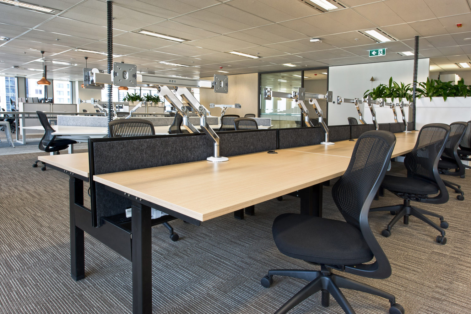 Actif workstations with electric height adjustability.