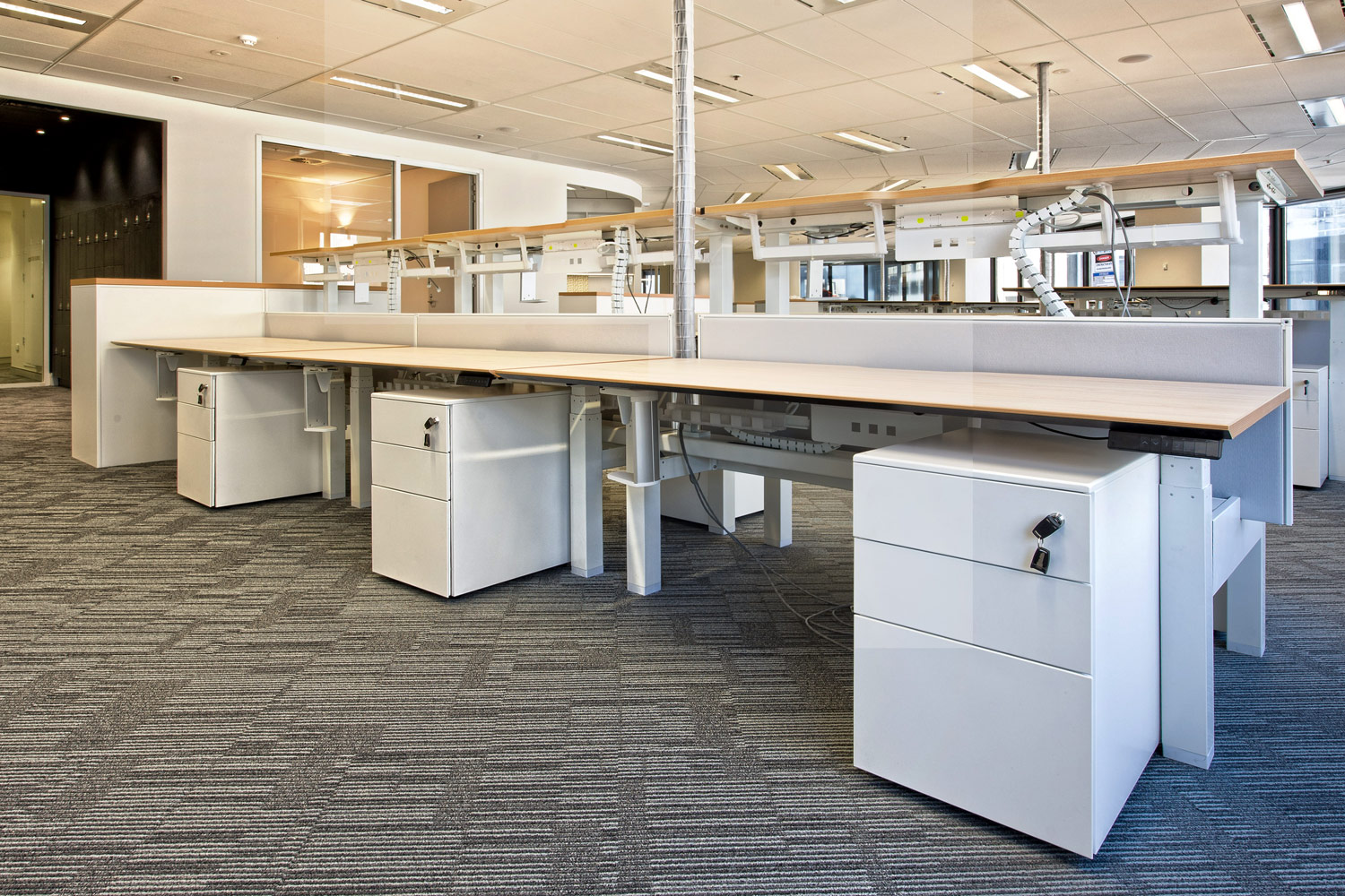 ACTIF electric height-adjustable workstations with Easy Pedestal storage solutions.