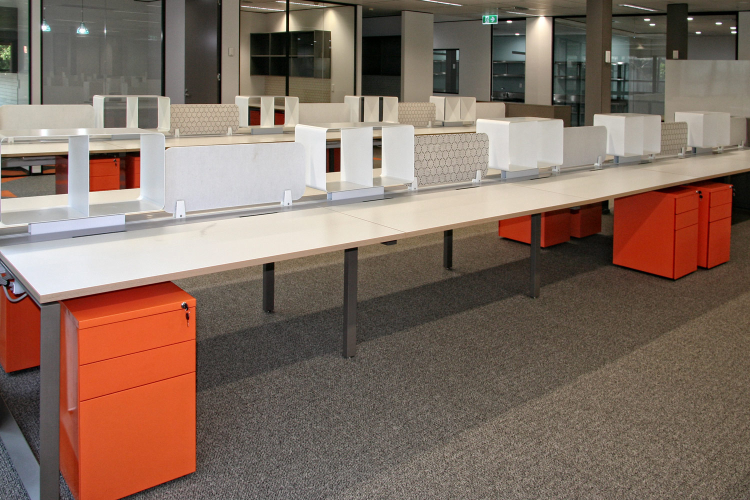 Miki workstations and Easy mobile pedestals