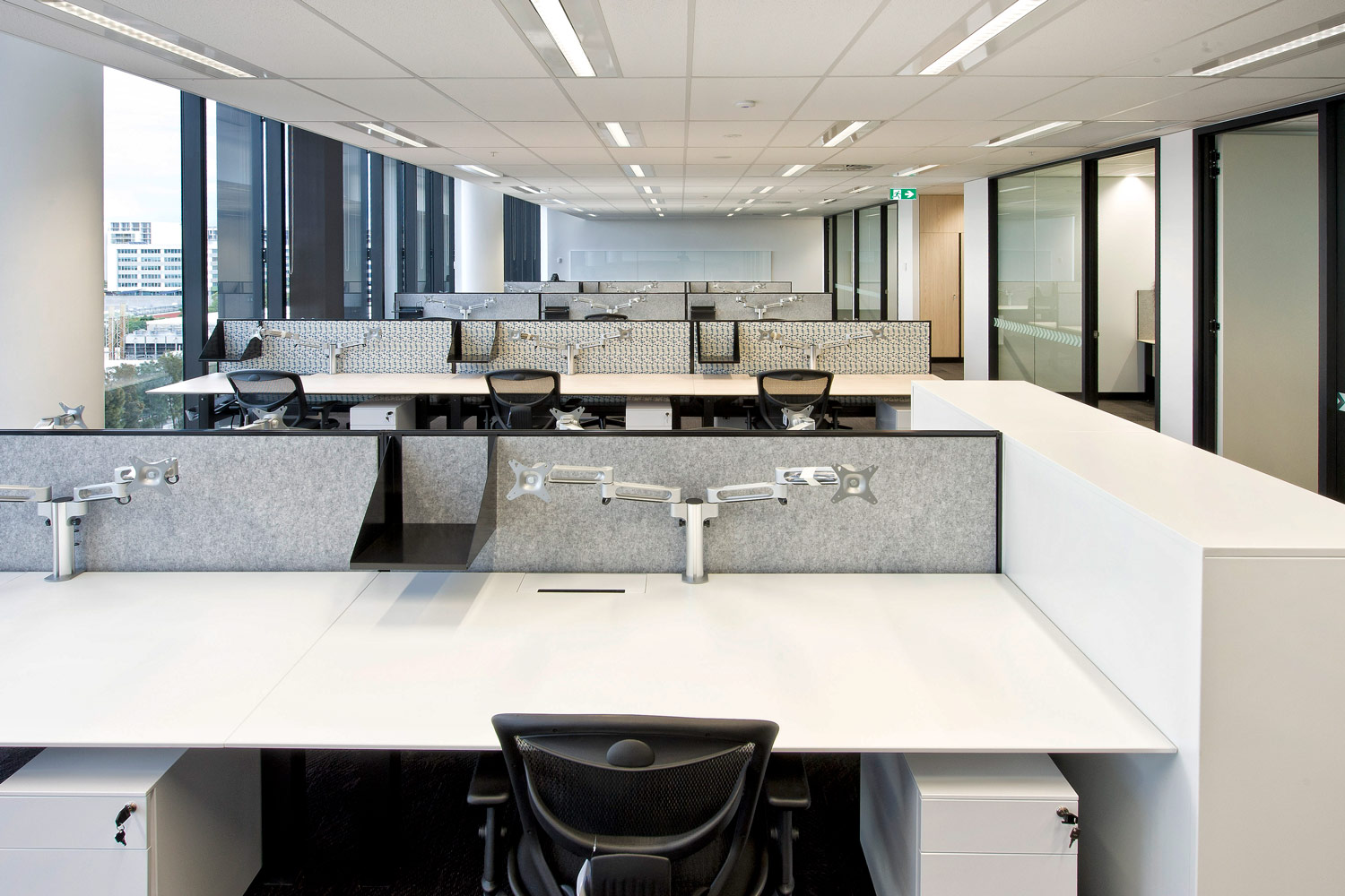 Actif workstations, Gamma chairs, Easy mobile pedestals and KI dual monitor arms