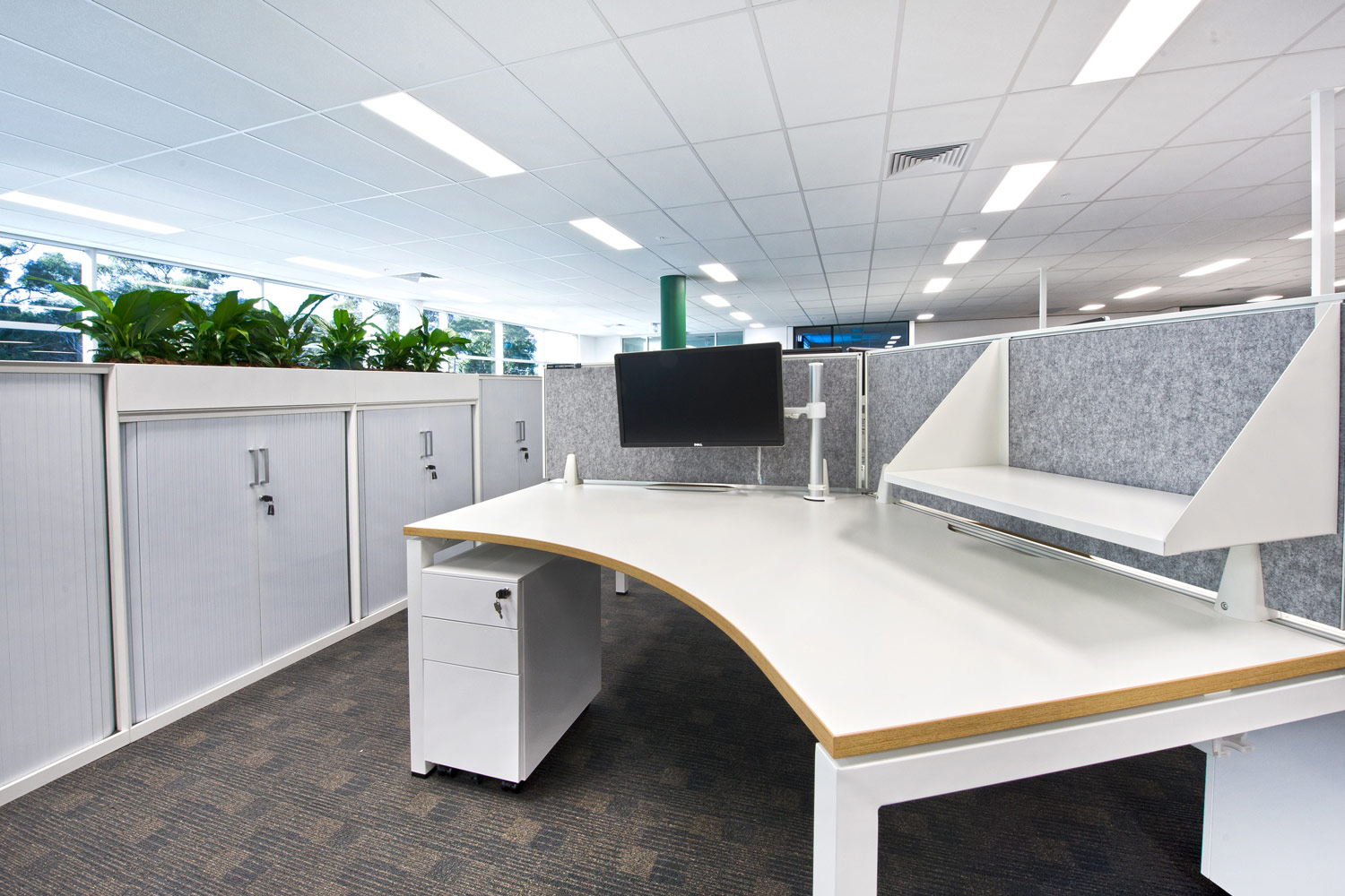 Scale 120 workstations with screen mounted shelves, Easy pedestals and Smart tambour storage.