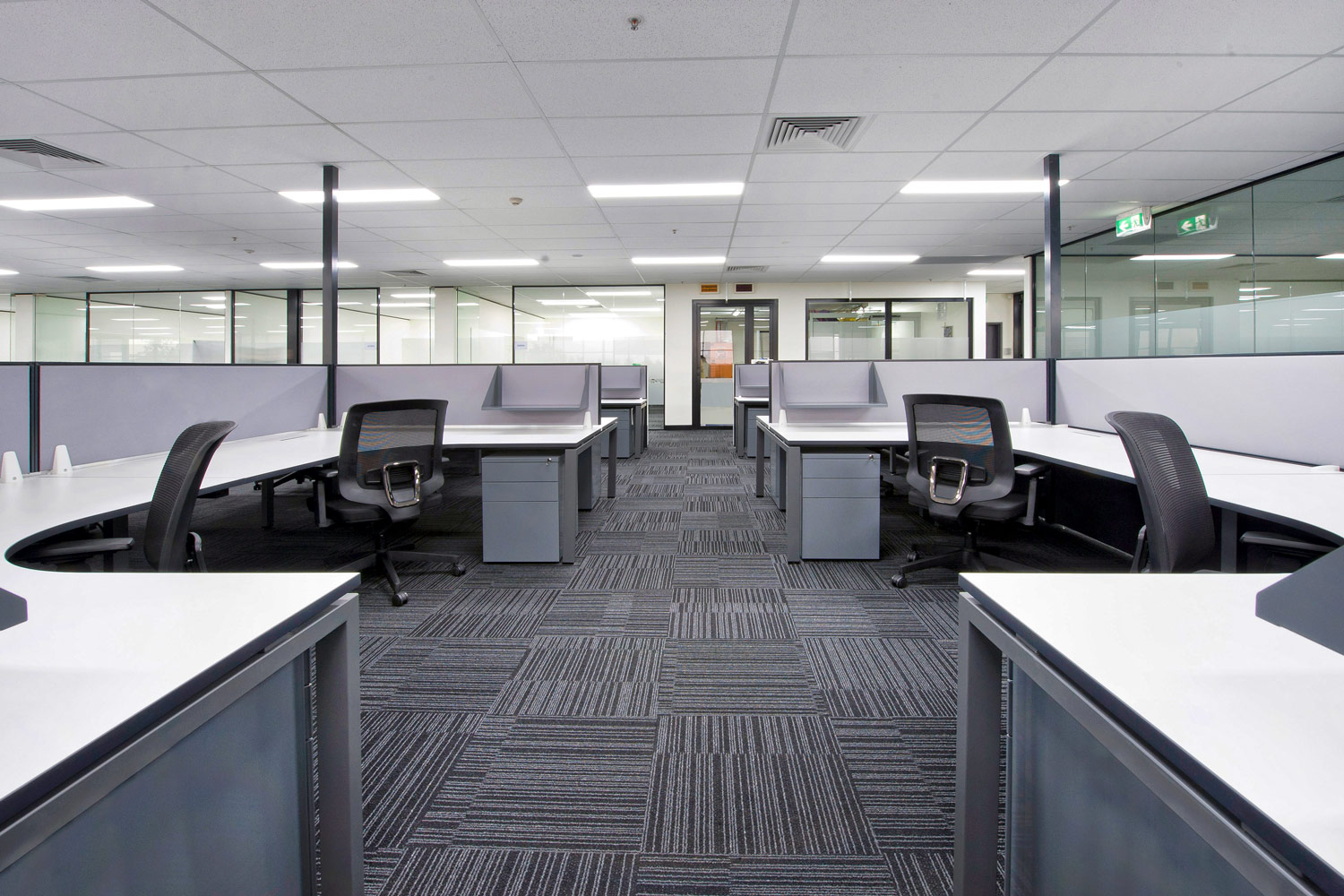 Scale 90 degree workstations, Sam task chairs, Screen Mounted Shelves and Easy Mobile Pedestals