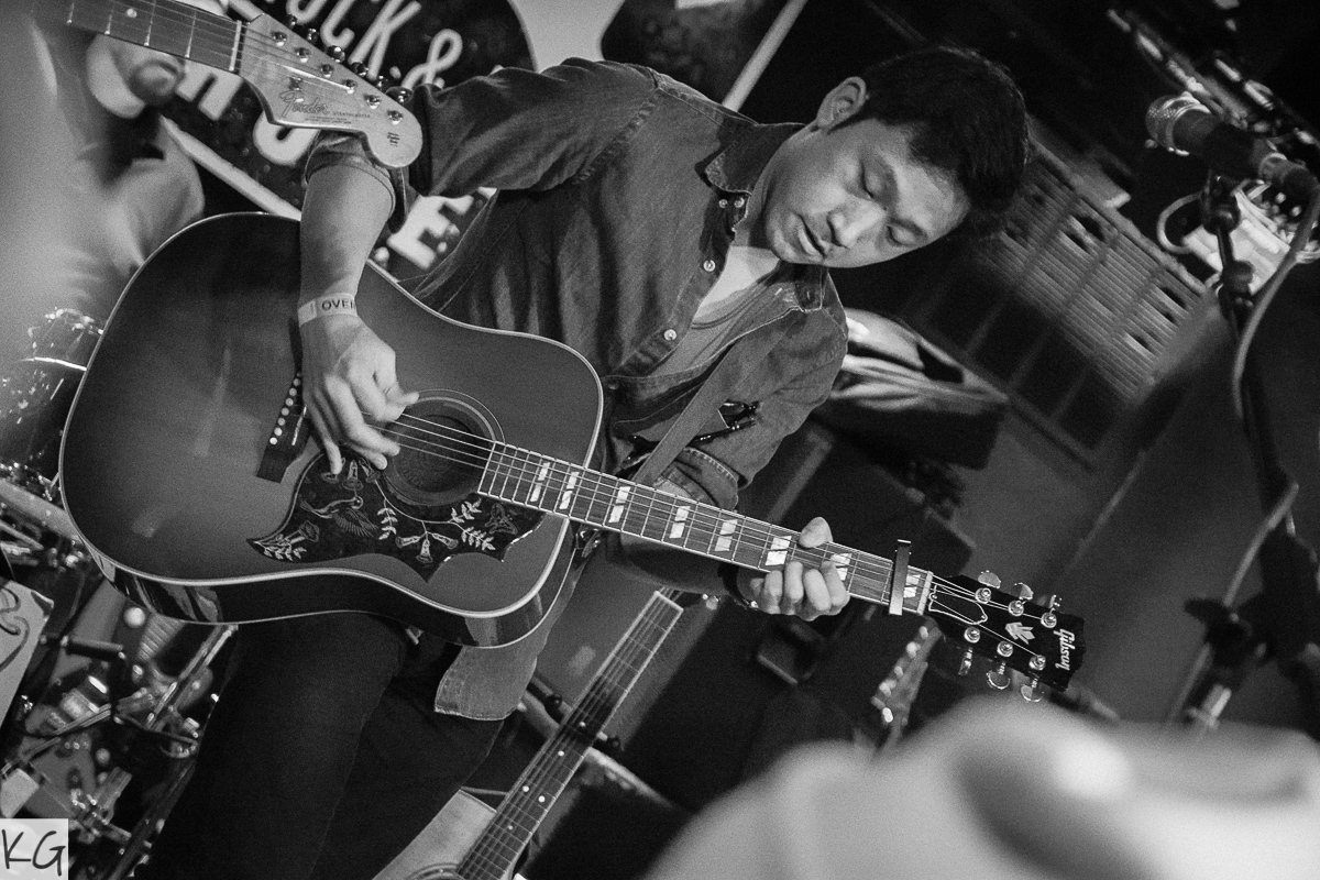 Skyline-Hotel-Rock-&-Roll-Hotel-Jon-Lee-Guitar.jpg
