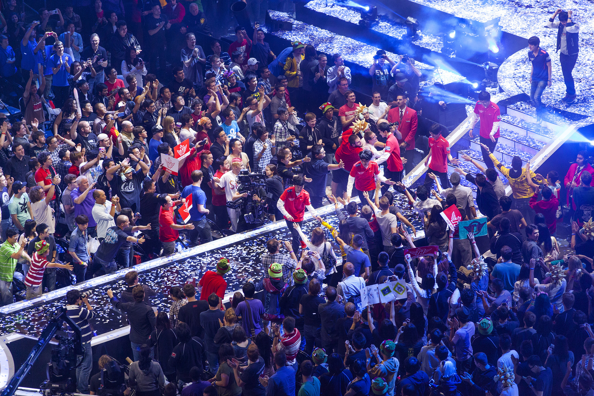 Members of SK Telecom T1 K high five members of the crowd after winning the World Championships 2013.  source