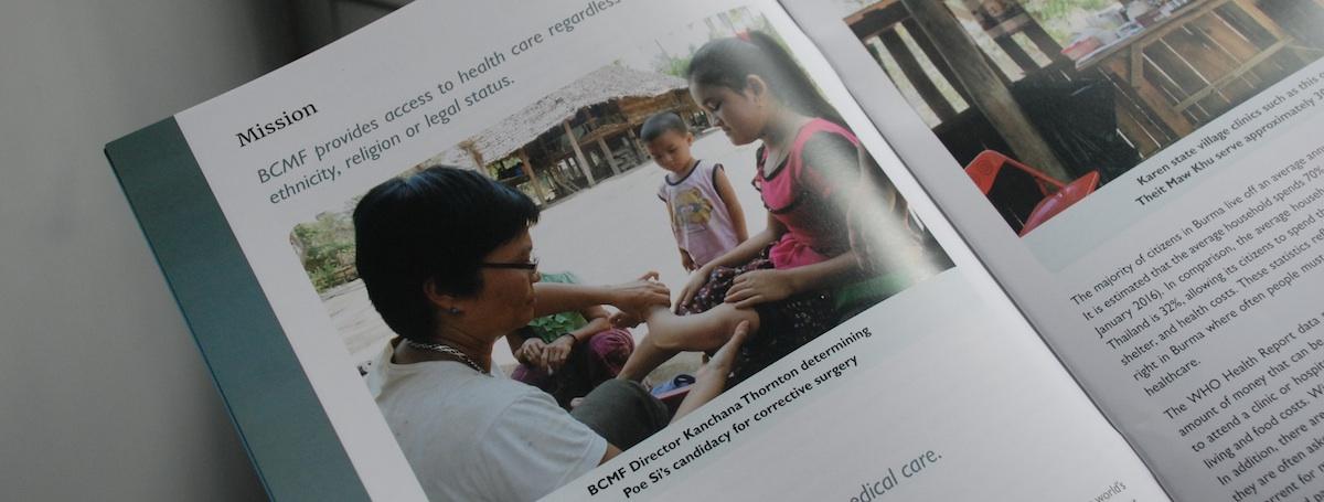 BCMF 工作人員正在評估孩童的症狀與醫療需求。