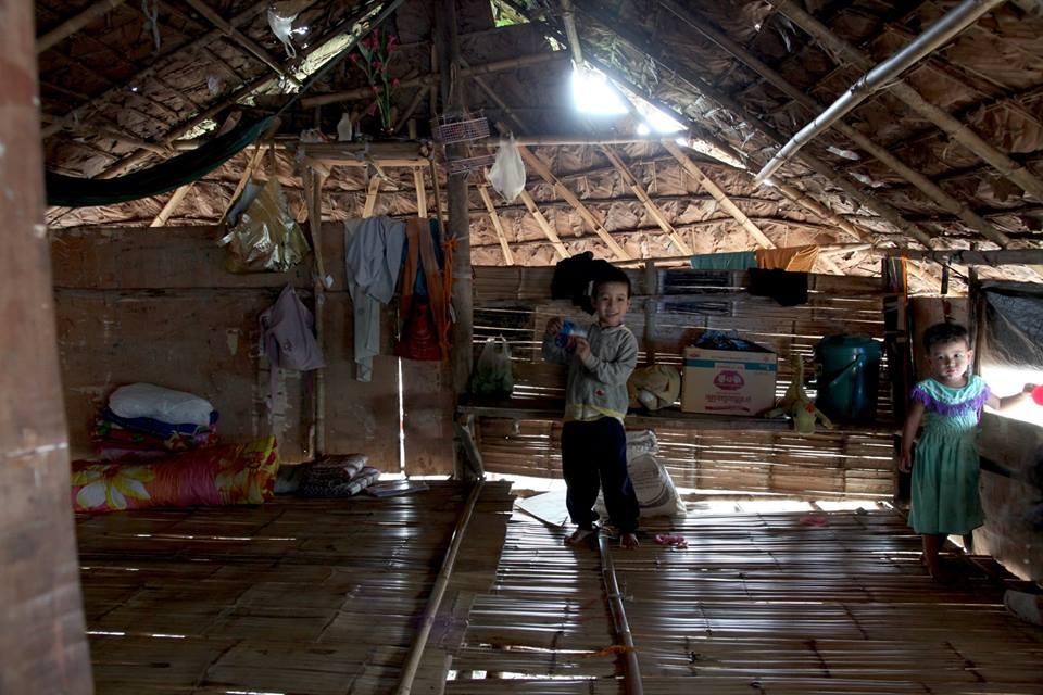 緬甸孩子們或隨著父母來到泰國打工,或在泰國出生,身分及教育都有著困境。(攝影/陳阿凱)