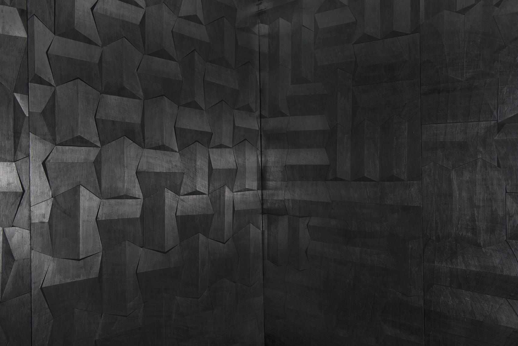 Hado, פחם וגרפיט על עץ, פרט מתוך מיצב, 2014 (5).jpg