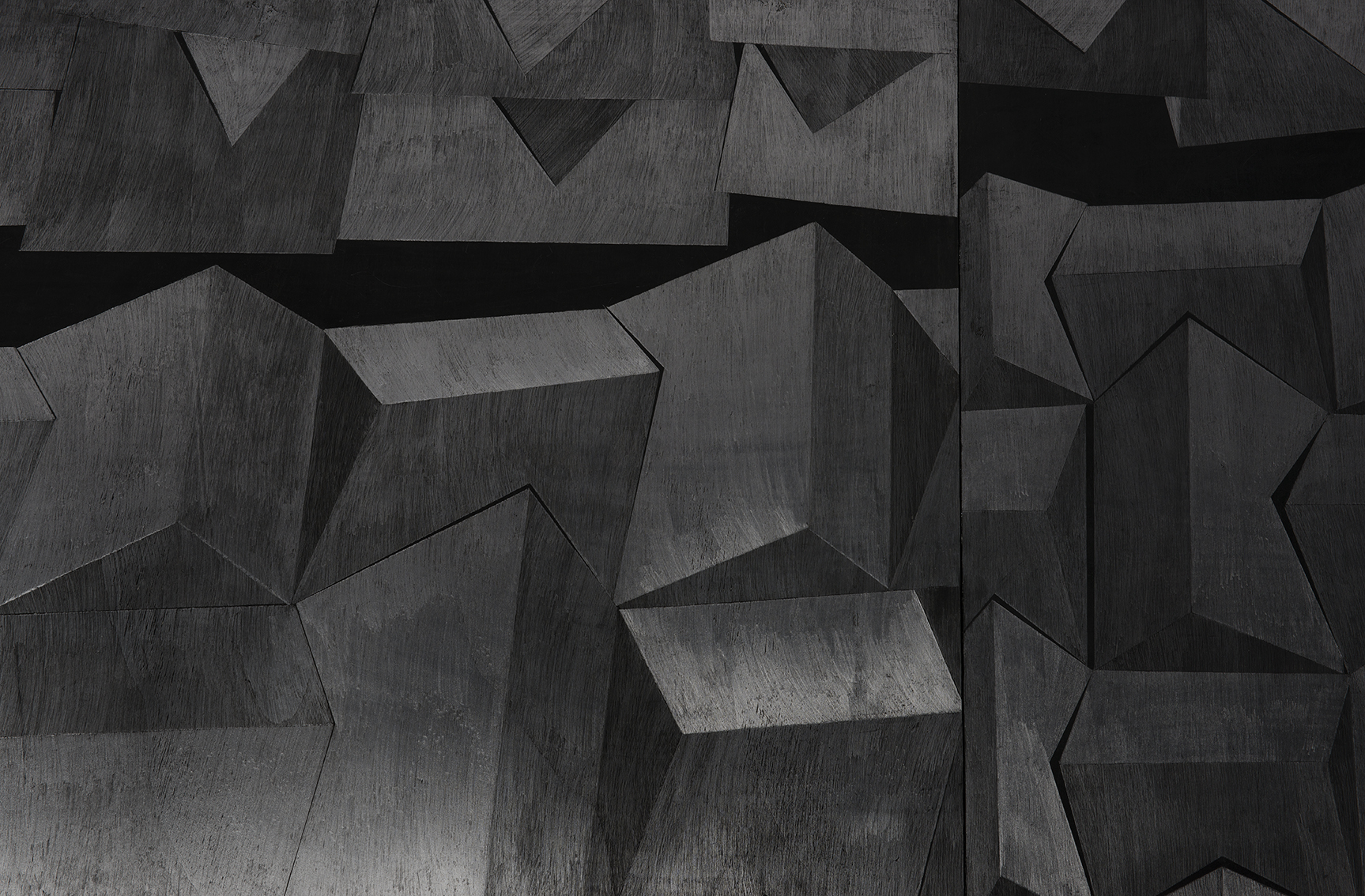 Hado, פחם וגרפיט על עץ, פרט מתוך מיצב, 2014 (4).jpg