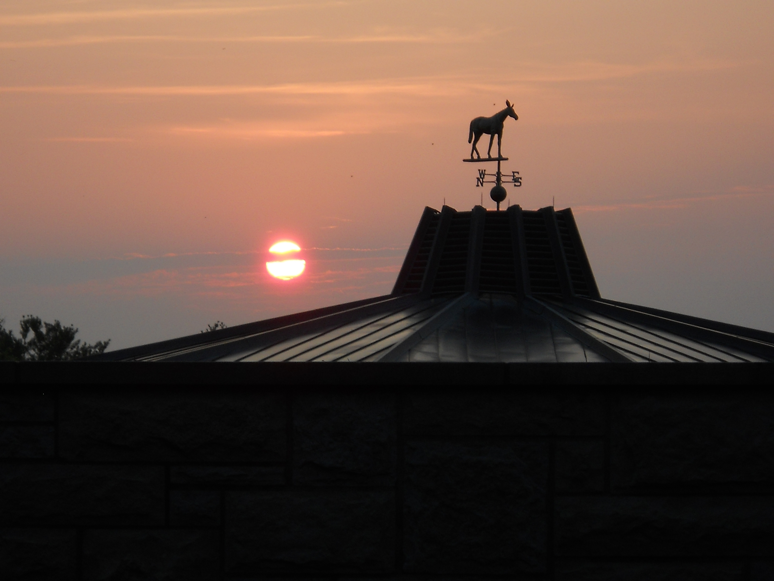 SUNRISE OVER THE KEENELAND SALES PAVILION