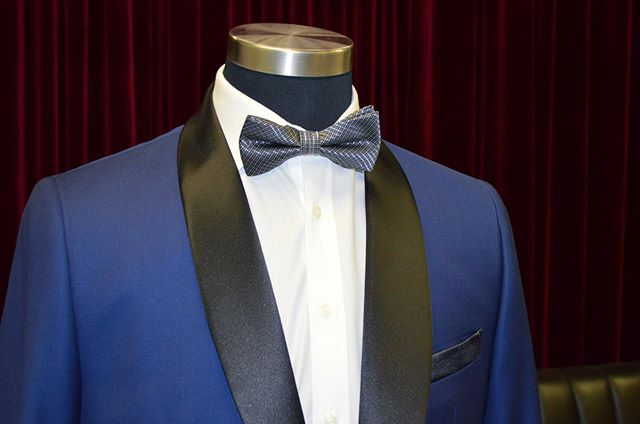 Royal blue tuxedo with a black shawl lapel! This unique look is perfect for weddings and events. ———————————————————————— #sale #mississauga #menwithclass #menwithclass #toronto #style #tuxedo #custom #suit #summer #bespoke #menswear #mensfashion #summer #wedding
