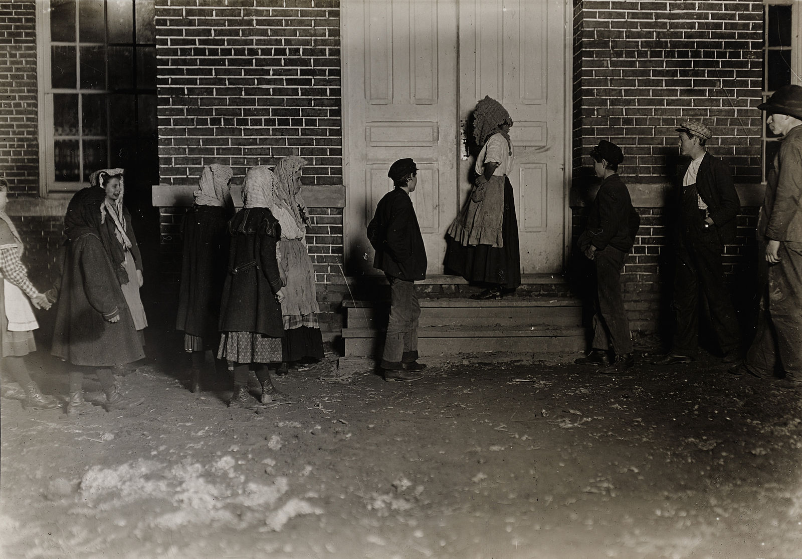 Child laborers clocking in for a 12-hour night shift (6pm - 6am) at a cotton mill in 1908 (https://www.flickr.com/photos/56434318@N05/6620030209)
