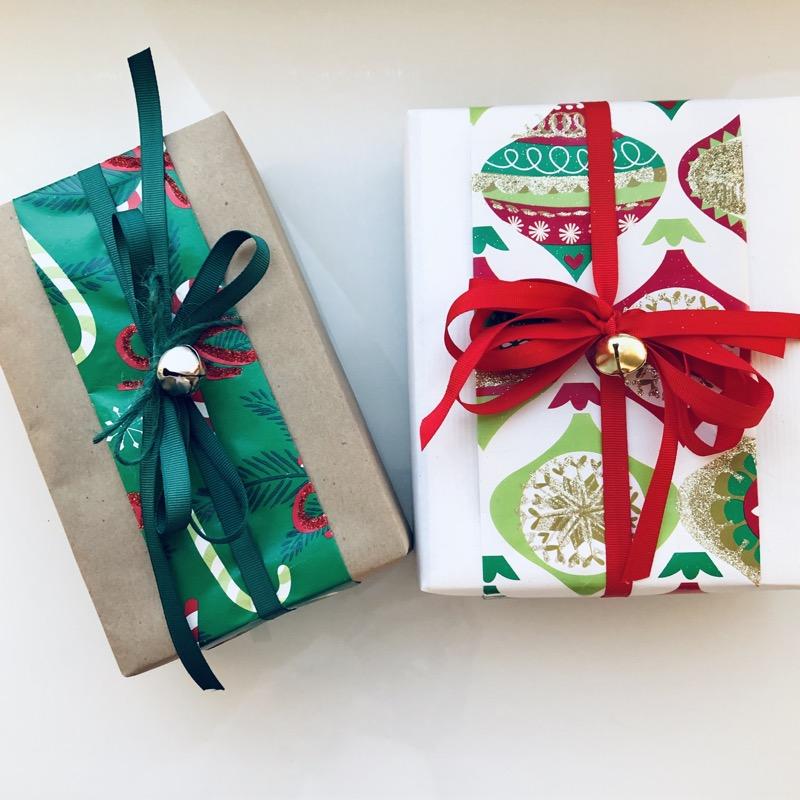 """Siena's """"runners"""" around base gift wrap."""