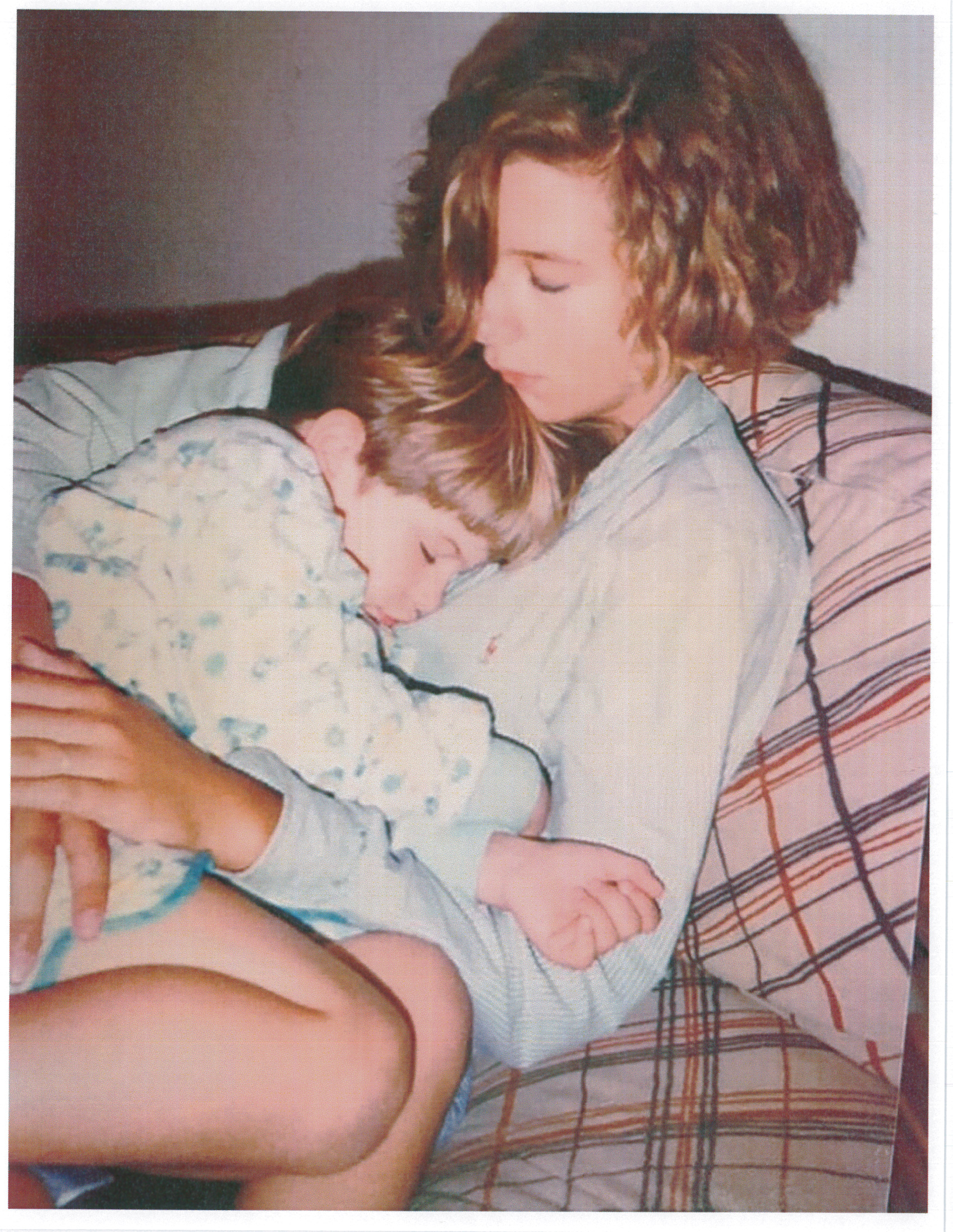 Sarah Rahr snuggling with her sister Beth as children