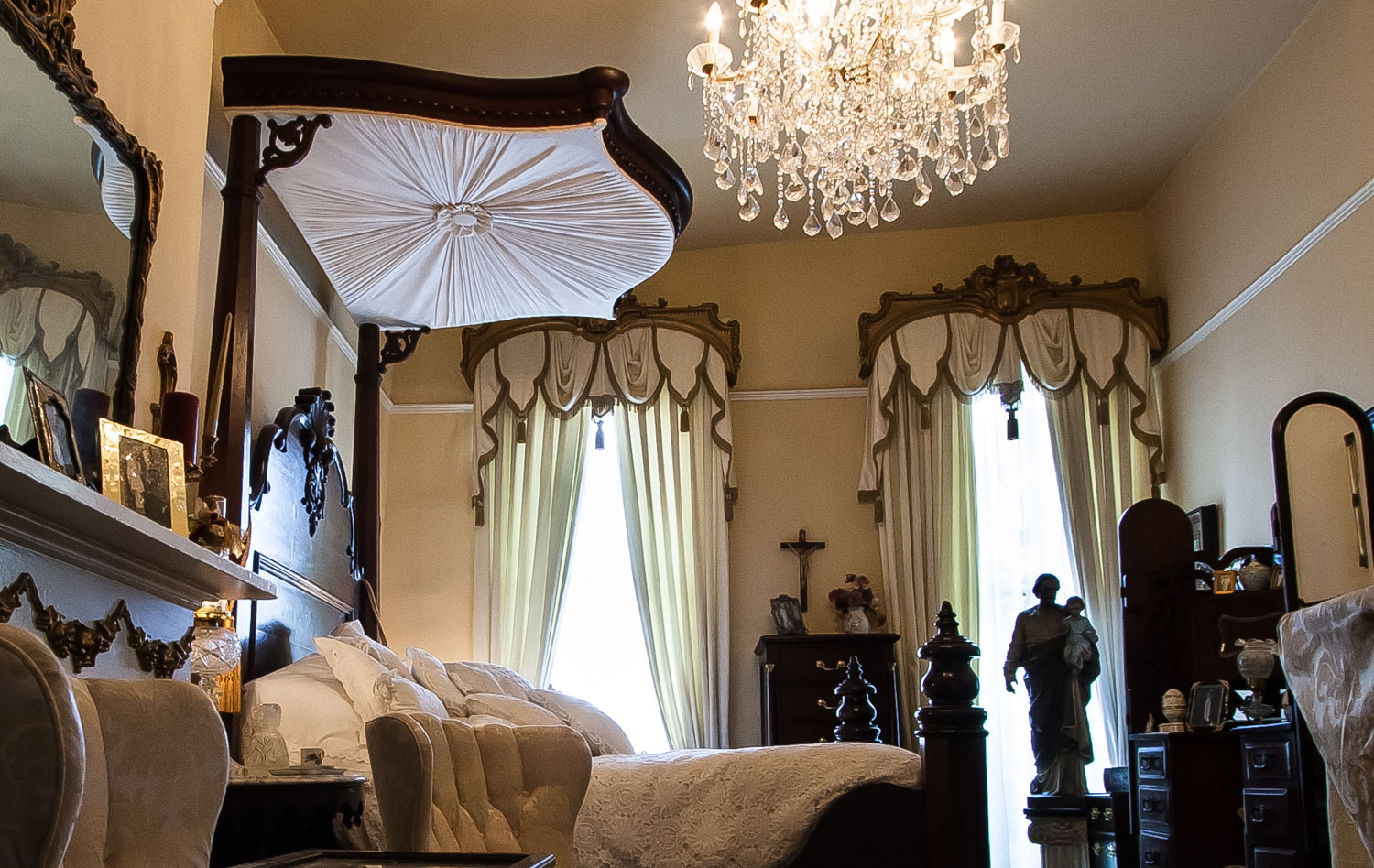 Bed Canopy & Drapes with Cornice