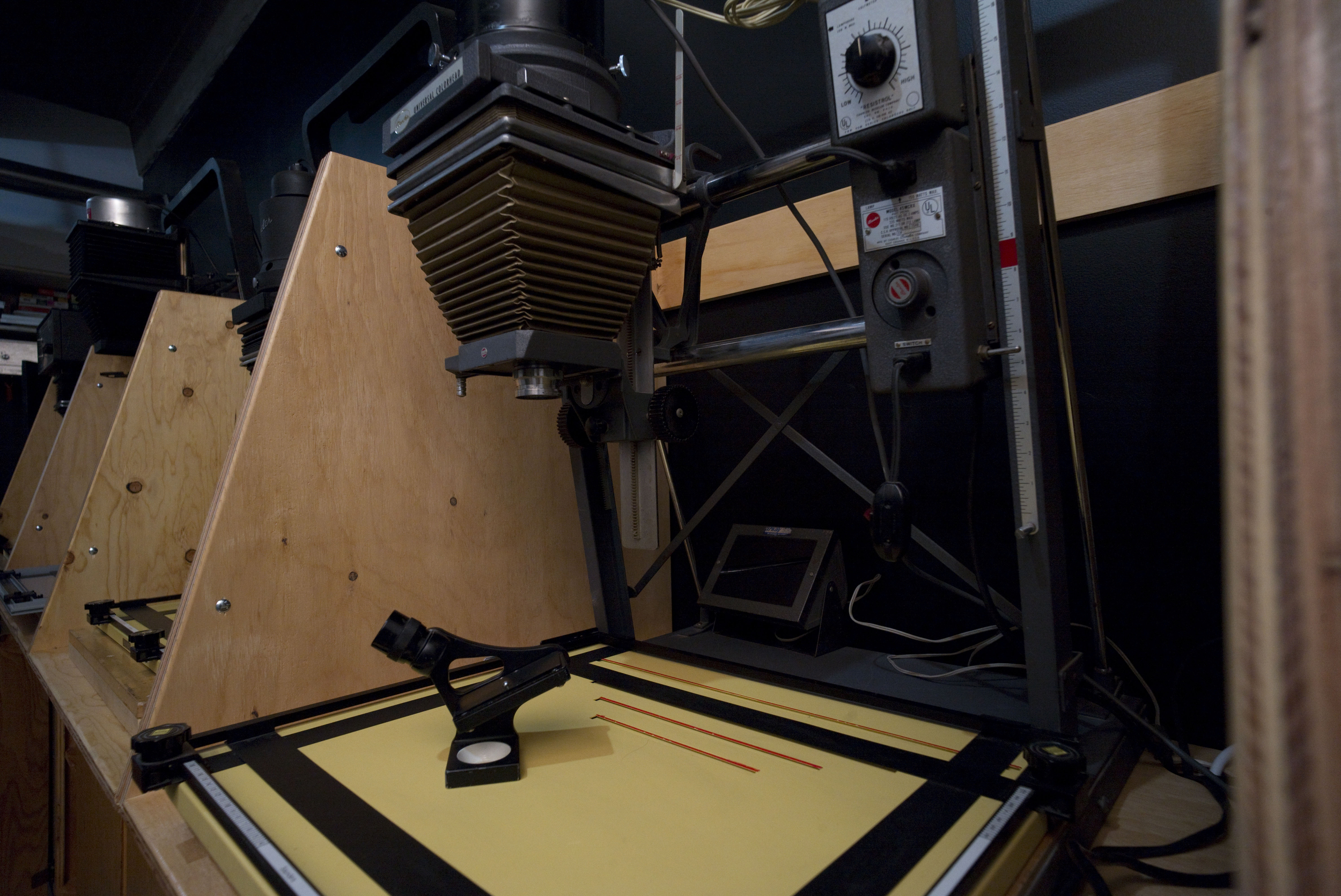 Processus Darkroom with enlargers, film processing possibilities and more