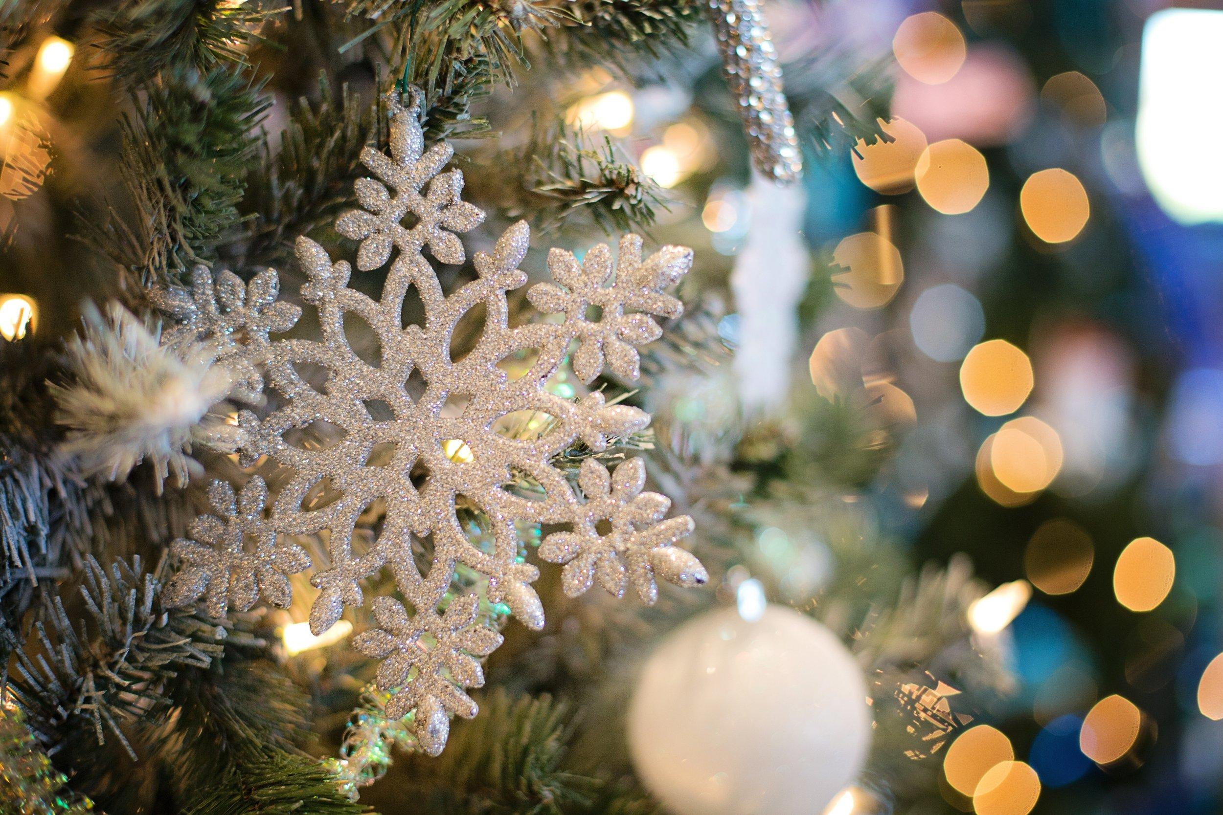 christmas-christmas-ball-christmas-decorations-237230.jpg