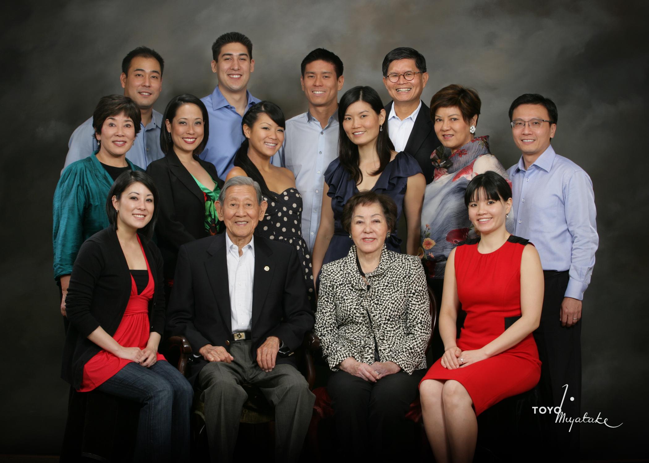 Aratani Family.Toyo Miyatake.jpg