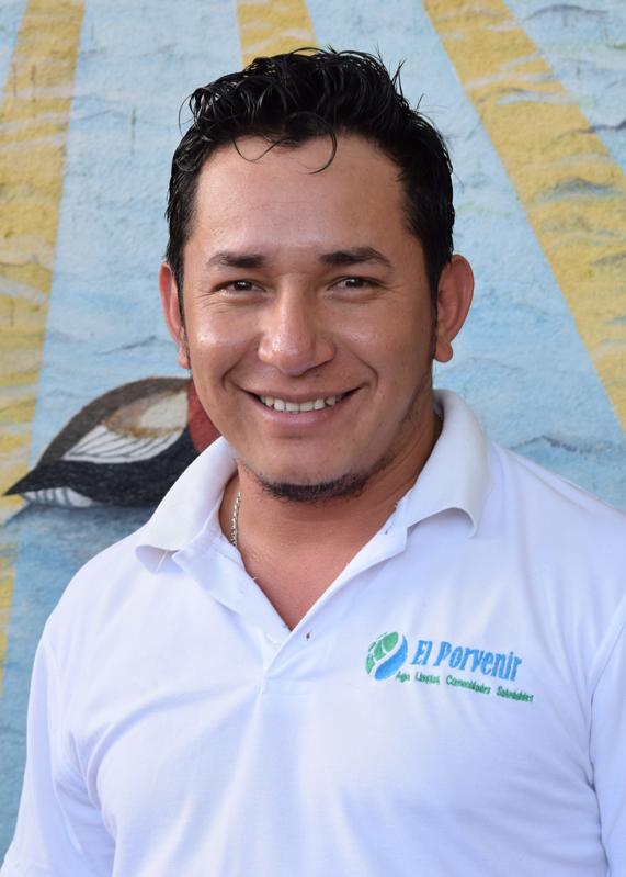 Eddy-Figueroa.-Promotor-de-Cuencas.-Camoapa.jpg
