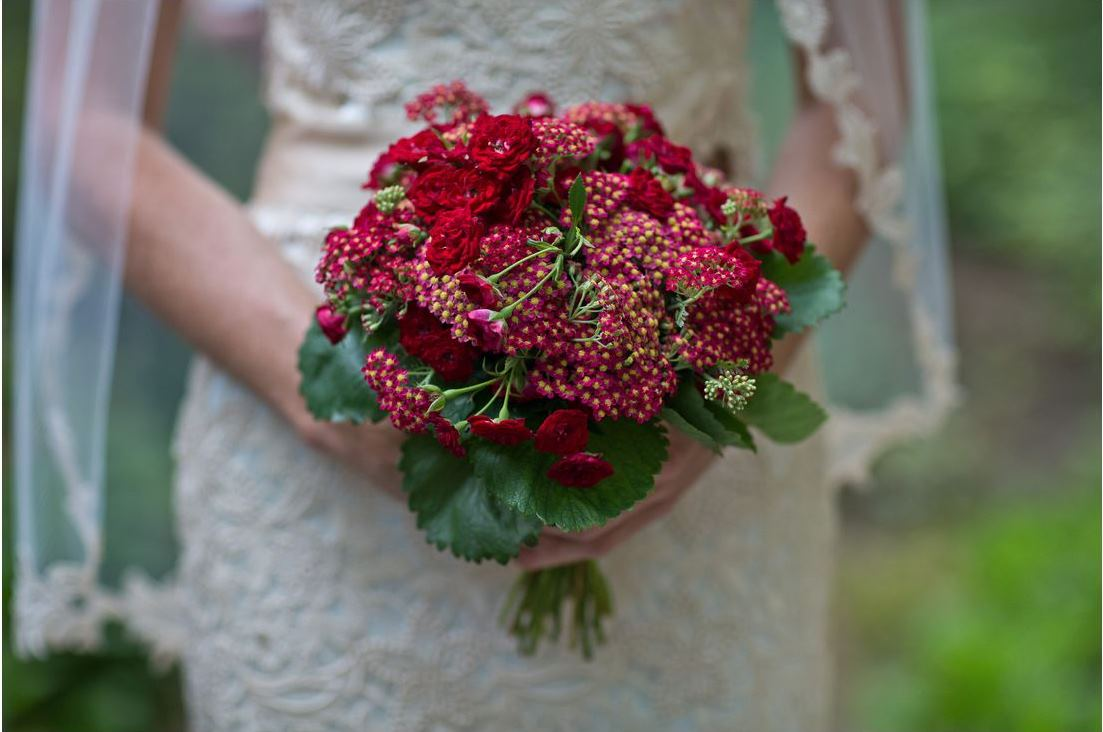 bride lace dress veil red flowers bouquet