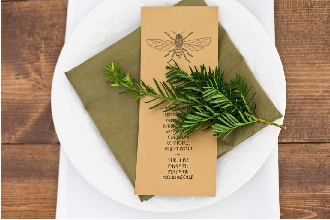 tablesetting menu green napkin bee