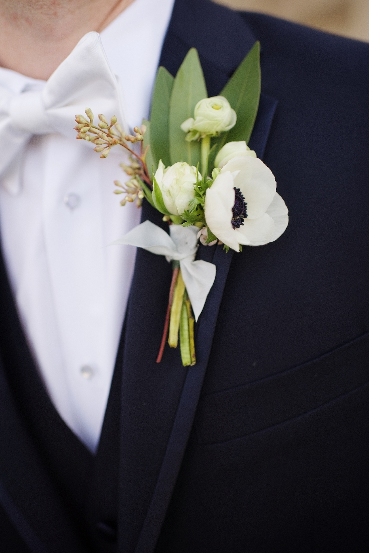 groom boutonniere anemone.jpeg