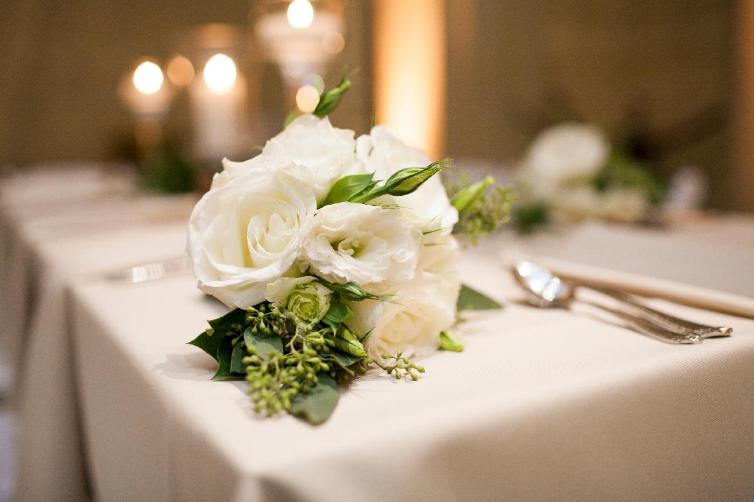 brides bouquet white.jpeg