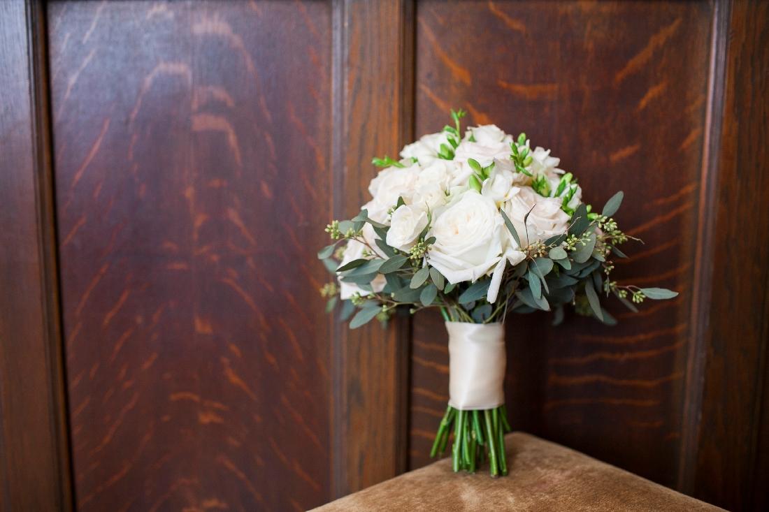 white brides bouquet.jpeg